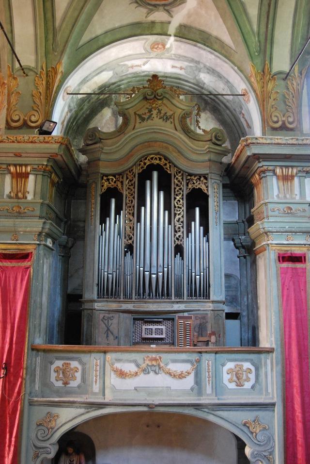 Garbagna (Alessandria), Chiesa parrocchiale di S. Giovanni Battista: organo di Giacinto Rossi, 1772 (foto di Graziano Interbartolo).